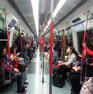 地铁上就一定要让座吗