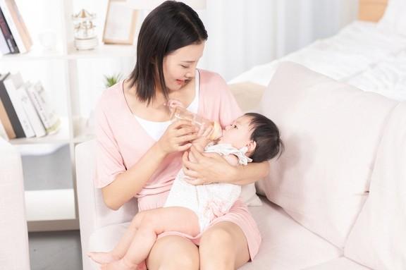哺乳期都是這樣喂奶嗎